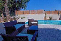Патио. Греция, Агиос Прокопиос : Уютная вилла с бассейном и приватным двориком, 2 спальни, 2 ванные комнаты, парковка, Wi-Fi