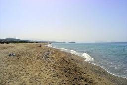 Пляж Платанес в Аделе