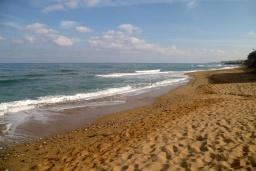 Пляж Скалета в Аделе