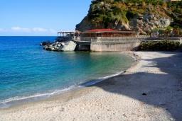 Пляж Мадэ в Агия Пелагие