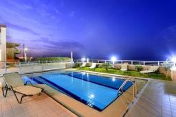 Бассейн. Греция, Ретимно : Роскошная пляжная вилла с бассейном и игровой комнатой, 6 спален, 4 ванные комнаты, парковка, Wi-Fi