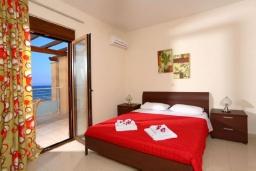 Спальня. Греция, Ретимно : Роскошная пляжная вилла с бассейном и игровой комнатой, 6 спален, 4 ванные комнаты, парковка, Wi-Fi