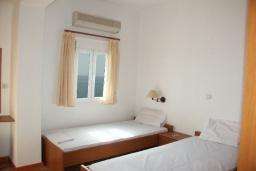 Спальня 2. Греция, Превели : Прекрасная вилла с бассейном и видом на море, 50 метров до пляжа, 2 спальни, 2 ванные комнаты, парковка, Wi-Fi