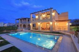 Фасад дома. Греция, Ретимно : Роскошная пляжная вилла с бассейном и игровой комнатой, 6 спален, 4 ванные комнаты, парковка, Wi-Fi