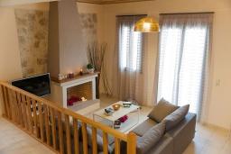 Гостиная. Греция, Панормо : Прекрасная вилла с бассейном недалеко от пляжа, 4 спальни, 3 ванные комнаты, парковка, Wi-Fi