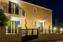 Фасад дома. Греция, Панормо : Прекрасная вилла с бассейном недалеко от пляжа, 4 спальни, 3 ванные комнаты, парковка, Wi-Fi