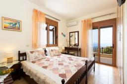 Спальня. Греция, Превели : Прекрасная вилла с бассейном и зеленым двориком, 2 спальни, барбекю, парковка, Wi-Fi