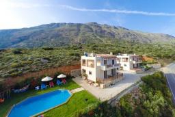 Фасад дома. Греция, Превели : Прекрасная вилла с бассейном и зеленым двориком, 2 спальни, барбекю, парковка, Wi-Fi