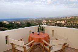 Балкон. Греция, Аделе : Прекрасная вилла с бассейном и двориком с барбекю, 3 спальни, 2 ванные комнаты, парковка, Wi-Fi