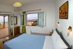 Спальня. Греция, Аделе : Прекрасная вилла с бассейном и двориком с барбекю, 3 спальни, 2 ванные комнаты, парковка, Wi-Fi