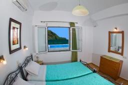 Спальня 2. Греция, Аделе : Прекрасная вилла с бассейном и двориком с барбекю, 3 спальни, 2 ванные комнаты, парковка, Wi-Fi