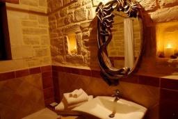 Ванная комната. Греция, Скалета : Шикарная вилла с бассейном и зеленым двориком с барбекю, 3 спальни, 3 ванные комнаты, парковка, Wi-Fi