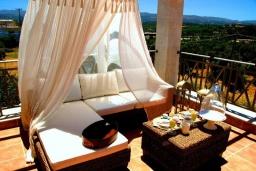 Патио. Греция, Скалета : Шикарная вилла с бассейном и зеленым двориком с барбекю, 3 спальни, 3 ванные комнаты, парковка, Wi-Fi