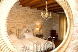 Спальня 2. Греция, Скалета : Шикарная вилла с бассейном и зеленым двориком с барбекю, 3 спальни, 3 ванные комнаты, парковка, Wi-Fi