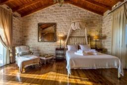 Спальня 3. Греция, Скалета : Шикарная вилла с бассейном и зеленым двориком с барбекю, 3 спальни, 3 ванные комнаты, парковка, Wi-Fi