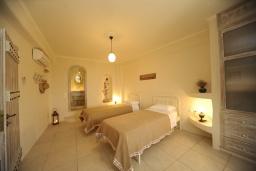 Спальня 2. Греция, Ретимно : Прекрасная вилла с бассейном и зеленым двориком с барбекю, 2 спальни, 2 ванные комнаты, парковка, Wi-Fi