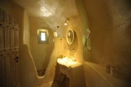 Ванная комната 2. Греция, Ретимно : Прекрасная вилла с бассейном и зеленым двориком с барбекю, 2 спальни, 2 ванные комнаты, парковка, Wi-Fi