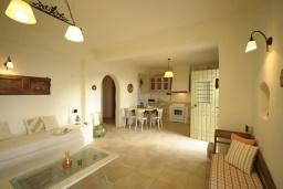 Кухня. Греция, Ретимно : Прекрасная вилла с бассейном и зеленым двориком с барбекю, 3 спальни, 2 ванные комнаты, парковка, Wi-Fi