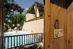 Бассейн. Греция, Ретимно : Прекрасная вилла с бассейном и зеленым двориком с барбекю, 3 спальни, 2 ванные комнаты, парковка, Wi-Fi