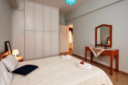 Спальня 2. Греция, Ретимно : Шикарная вилла с большим бассейном и зеленым двориком с барбекю, 5 спален, 5 ванных комнат, парковка, Wi-Fi