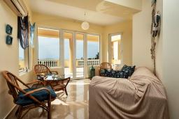 Гостиная. Греция, Ретимно : Шикарная вилла с большим бассейном и зеленым двориком с барбекю, 5 спален, 5 ванных комнат, парковка, Wi-Fi