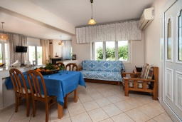 Гостиная. Греция, Ретимно : Шикарная вилла с большим бассейном и зеленым двориком с барбекю, 4 спален, 3 ванных комнат, парковка, Wi-Fi