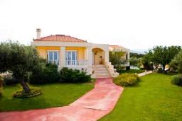 Фасад дома. Греция, Ретимно : Шикарная вилла с большим бассейном и зеленым двориком с барбекю, 4 спален, 3 ванных комнат, парковка, Wi-Fi