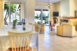 Гостиная. Греция, Ретимно : Шикарная вилла с бассейном и зеленым двориком с барбекю, 3 спальни, 2 ванные комнаты, парковка, Wi-Fi