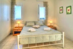 Спальня. Греция, Ретимно : Шикарная вилла с бассейном и зеленым двориком с барбекю, 3 спальни, 2 ванные комнаты, парковка, Wi-Fi