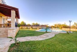 Территория. Греция, Ретимно : Шикарная вилла с бассейном и зеленым двориком с барбекю, 4 спальни, 3 ванные комнаты, парковка, Wi-Fi