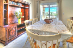 Обеденная зона. Греция, Ретимно : Шикарная вилла с бассейном и зеленым двориком с барбекю, 4 спальни, 3 ванные комнаты, парковка, Wi-Fi