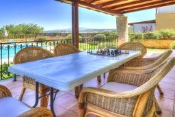 Терраса. Греция, Ретимно : Шикарная вилла с бассейном и зеленым двориком с барбекю, 4 спальни, 3 ванные комнаты, парковка, Wi-Fi