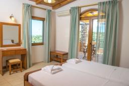 Спальня 3. Греция, Аделе : Роскошная вилла с бассейном и теннисным кортом, 4 спальни, 4 ванные комнаты, барбекю, парковка, Wi-Fi