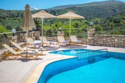 Бассейн. Греция, Аделе : Роскошная вилла с бассейном и теннисным кортом, 4 спальни, 4 ванные комнаты, барбекю, парковка, Wi-Fi