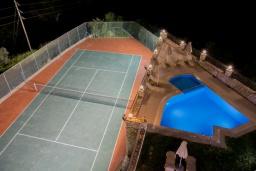 Территория. Греция, Аделе : Роскошная вилла с бассейном и теннисным кортом, 4 спальни, 4 ванные комнаты, барбекю, парковка, Wi-Fi