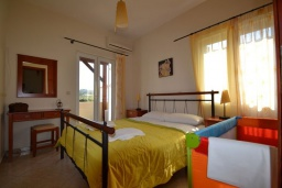 Спальня. Греция, Коккино Хорио : Прекрасная вилла с бассейном и двориком с барбекю, 2 спальни, 2 ванные комнаты, парковка, Wi-Fi