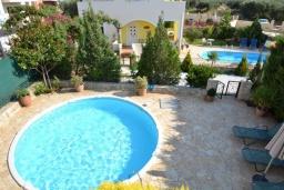 Бассейн. Греция, Коккино Хорио : Прекрасная вилла с бассейном и двориком с барбекю, 2 спальни, 2 ванные комнаты, парковка, Wi-Fi