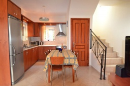 Кухня. Греция, Коккино Хорио : Прекрасная вилла с бассейном и двориком с барбекю, 2 спальни, 2 ванные комнаты, парковка, Wi-Fi