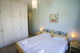 Спальня 3. Греция, Коккино Хорио : Прекрасная вилла с бассейном в 50 метрах от моря, 4 спальни, 3 ванные комнаты, барбекю, парковка, Wi-Fi