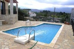 Бассейн. Греция, Георгиуполис : Прекрасная вилла с бассейном и двориком с барбекю, 2 спальни, парковка, Wi-Fi