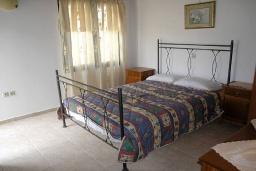 Спальня. Греция, Георгиуполис : Прекрасная вилла с бассейном и двориком с барбекю, 2 спальни, парковка, Wi-Fi