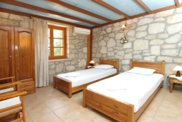 Спальня 2. Греция, Скалета : Каменный дом с бассейном и зеленым двориком с барбекю, 2 спальни, парковка, Wi-Fi