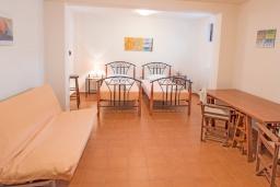 Спальня. Греция, Коккино Хорио : Прекрасная вилла в 50 метра от пляжа, 3 спальни, 2 ванные комнаты, барбекю, парковка, Wi-Fi