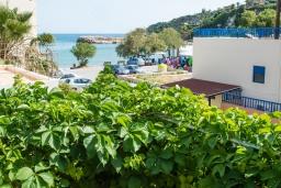 Вид на море. Греция, Коккино Хорио : Прекрасная вилла в 50 метра от пляжа, 3 спальни, 2 ванные комнаты, барбекю, парковка, Wi-Fi