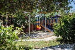Детская площадка. Греция, Малеме : Роскошная вилла в комплексе с большим бассейном, детской площадкой, местом для барбекю, сауной, 3-мя спальнями, парковкой, Wi-Fi