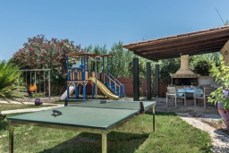 Территория. Греция, Малеме : Роскошная вилла в комплексе с большим бассейном, детской площадкой, местом для барбекю, сауной, 3-мя спальнями, парковкой, Wi-Fi