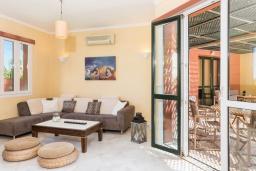 Гостиная. Греция, Малеме : Роскошная вилла в комплексе с большим бассейном, детской площадкой, местом для барбекю, сауной, 3-мя спальнями, парковкой, Wi-Fi