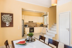 Кухня. Греция, Малеме : Роскошная вилла в комплексе с большим бассейном, детской площадкой, местом для барбекю, сауной, 3-мя спальнями, парковкой, Wi-Fi