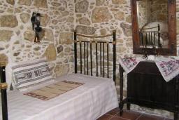 Спальня 2. Греция, Превели : Каменный дом с бассейном, террасой и двориком с барбекю, 2 спальни, парковка, Wi-Fi