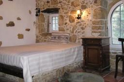 Спальня 3. Греция, Превели : Каменный дом с бассейном, террасой и двориком с барбекю, 2 спальни, парковка, Wi-Fi